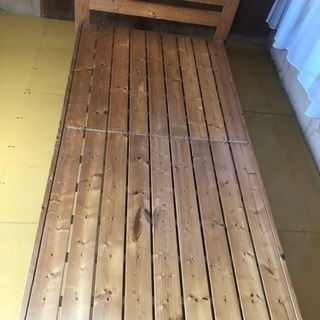 木製のシングルベッド  0円