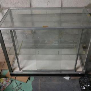 倉庫整理 ガラスショウケース