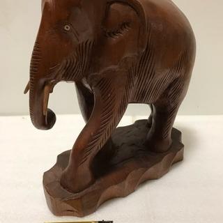 一刀彫り 象 置物 インテリア 高さ26cm 重量1.6kg 縁起物