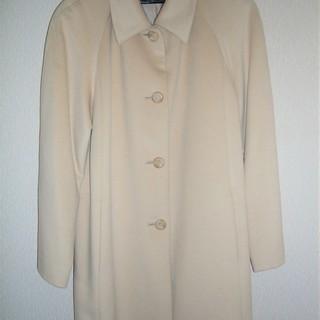 東京スタイル・GRADEのベージュ色コート