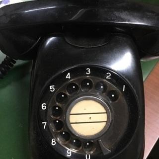 古い電話機と小切手ライター レトロ