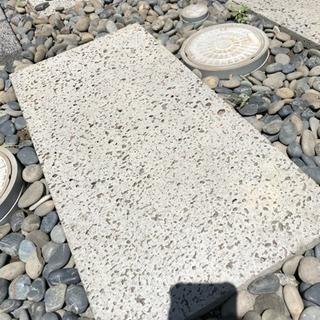 溶岩石の敷石
