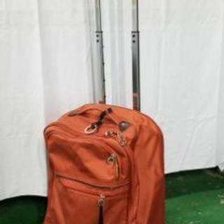 お洒落なコロコロ➰➰🌑付きのキャリーバッグ