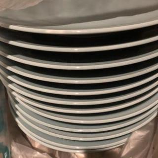 大きい皿、無料で差し上げます。