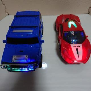 光を放つて動き回る車