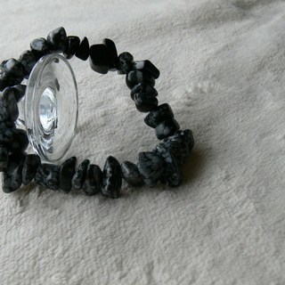 4004オリジナル 天然石スノーフレークオブシディアン ブレスレット(砕石洗い磨き仕上げ) - 服/ファッション