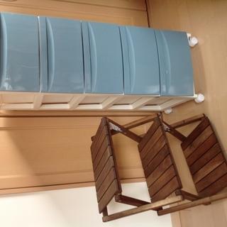 5段プラスチック製引き出し収納(コロコロ付き)、木製3段棚