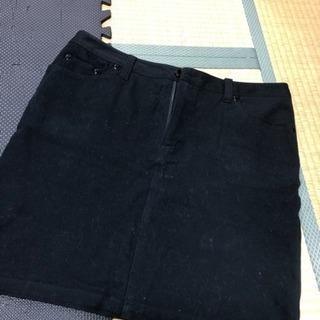 w76黒のスカート