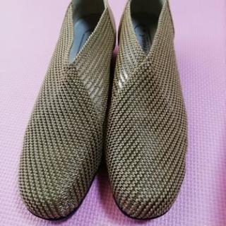 新品 メッシュの靴 22.5㎝