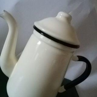 コーヒーポット(外アイボリー 中は紺色)
