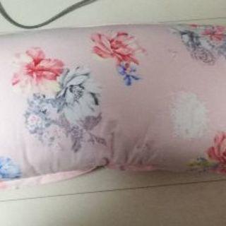 ☆抱き枕☆未使用☆かわいい薔薇柄のカバーつき