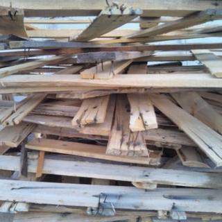 無料!木枠の釘付きです、薪にどうでしょう!
