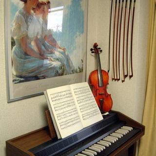 ピアノを弾く方を探しています