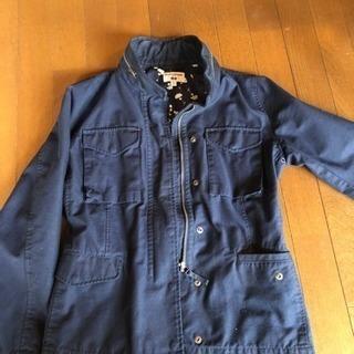 UNIQLOとINESSのコラボ 紺ジャケット