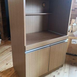 レンジ台。木製の棚。