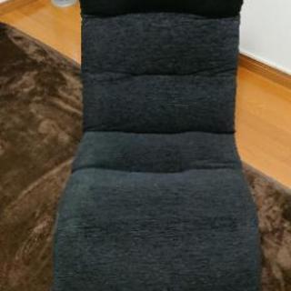 黒の座椅子  緑のカバー付き