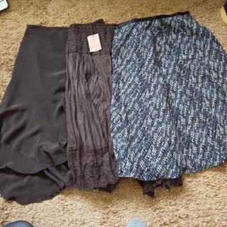 コムサの未使用のスカート 3枚セットです。