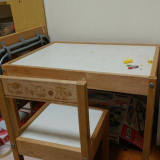値下げしました!幼児テーブル イス2脚セットの画像