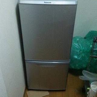 冷蔵庫譲ります。