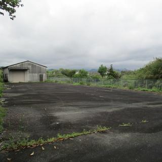 倉庫付き アスファルト舗装のフェンス囲いの354坪の土地