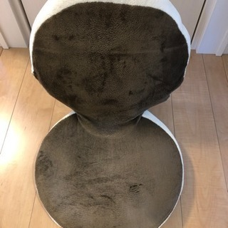たたむとコンパクトなかわいい座椅子