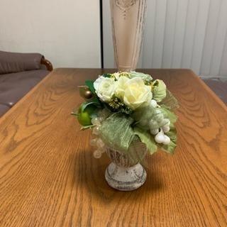 可愛い造花の置物