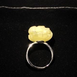 【新品】天然蜜蝋琥珀(ロイヤルアンバー) 花 指輪