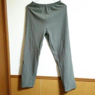 深緑、グレー系パンツ