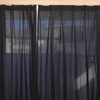 ニトリ 紺色カーテン&レース、アジャスターフック付け、幅100✖️丈200 cm✖️2枚の画像