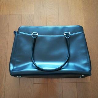 黒い鞄♪スーツスタイルにおすすめ♪
