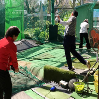 練習場とコースで、技術と心理を学べるゴルフスクール(遠方からでも通いたいゴルフスクール) − 埼玉県
