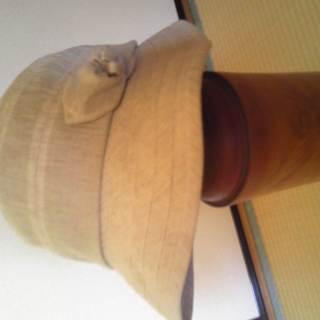 薄いべいじゅ色の帽子・55.5cm