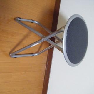 折りたためる丸椅子