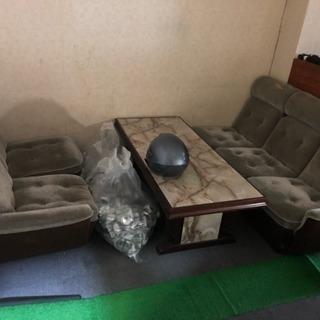 ソファー200円で売ります。