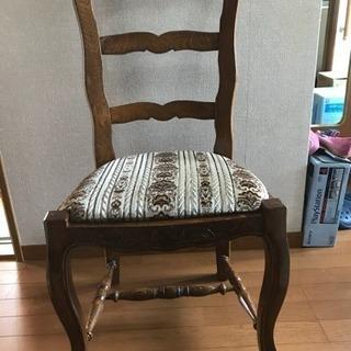 一脚のみですが、椅子