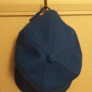 小学生用の青色キャップ