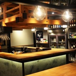 優しいお客様に囲まれて~地元酒屋が運営するオシャレなスタンドバー。...