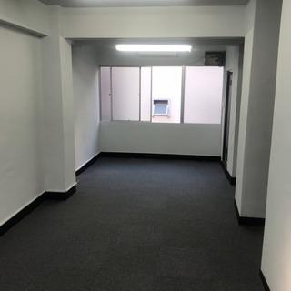 白を基調とし天井が高く快適にご利用頂けるスペースをお貸しします