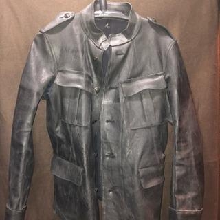 特殊な加工の黒のジャケット