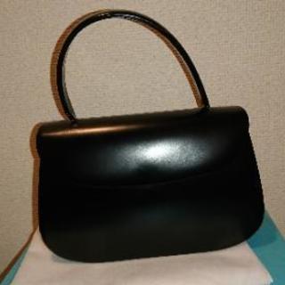 黒革バッグ