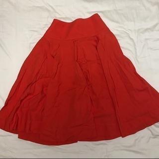 UNIQLOのオレンジスカート