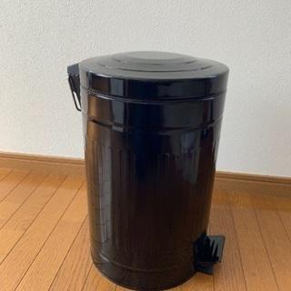 ペダル付きゴミ箱