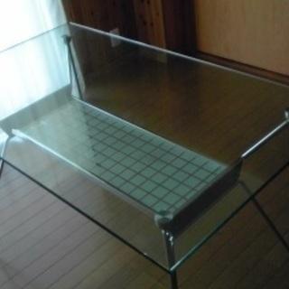 ガラス ダイニングテーブルです。