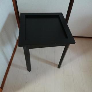 黒テーブル