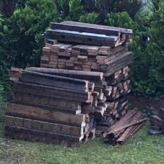 ウッドデッキを解体した材木