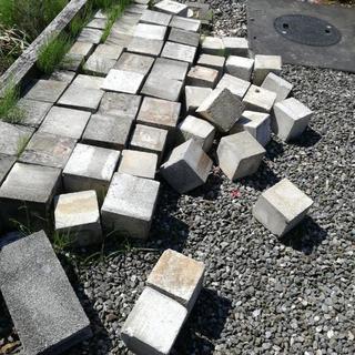 コンクリートブロック ピンコロ 18 15 取引中