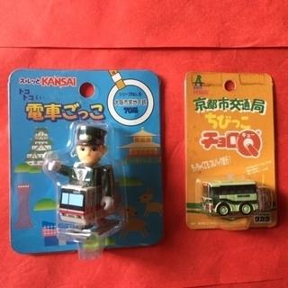 大阪市営地下鉄(2足歩行)と京都市バス(チョロQ)のコラボ