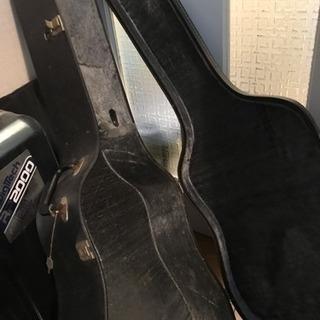 アコースティックギターのハードケース