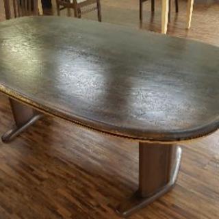 170センチある大きなテーブルです。