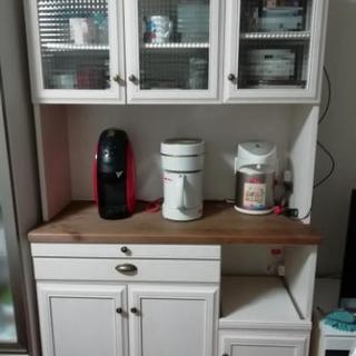 アンティーク調、食器棚。